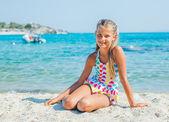 Linda garota na praia — Fotografia Stock