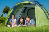 Familie camping — Stockfoto