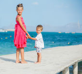 Kids walking on jetty — Stock Photo