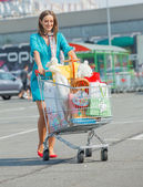 Young girl near supermarket — Stock Photo