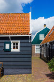 Window of a typical house in Marken, Netherlands, a small fisherman's town. — Zdjęcie stockowe