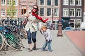 游客在阿姆斯特丹. — 图库照片