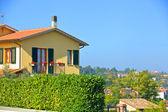 Typical beautiful Tuscan ski villa. Italy — Stock Photo