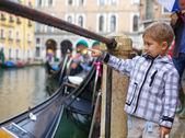 ヴェネツィア ビューと少女 — ストック写真