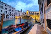 Rialto Bridge at Night, Venice, Italy — Stock Photo
