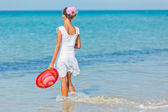 Girl with hat on the beach — Stock Photo