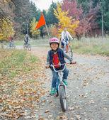 Chłopczyk na rowerze — Zdjęcie stockowe