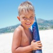 Boy has fun with the surfboard — Stock Photo