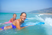 Summer vacation - surfer girls. — Stok fotoğraf
