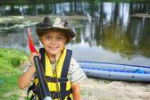 皮划艇的男孩 — 图库照片