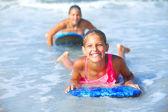 Summer vacation - surfer girls. — Стоковое фото