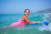 Summer vacation - surfer girl. — 图库照片