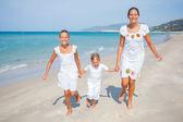 Lindos filhos na praia — Foto Stock