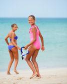 Hhappy girls on beach — Stock Photo