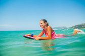 Férias de verão - surfista. — Foto Stock
