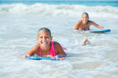 Summer vacation - surfer girl. — Stockfoto