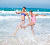 Girls running beach — Stock Photo