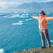 Woman watching icebergs. Iceland — Stock Photo