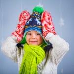 Funny boy i vinterkläder — Stockfoto