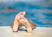 Kids feet in the pool — Foto Stock