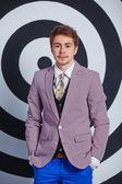 Homem bonito jovem de moda. — Stockfoto