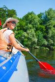 Donna kayak — Foto Stock