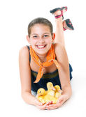 Girl with cute ducklings — Stockfoto