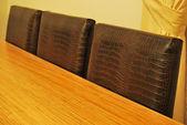 テーブルと革の椅子 — ストック写真