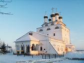 REVERENTLY-Bogoyavlenskiy male priory in Mstere — Stock Photo