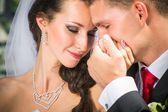 Krásná nevěsta s ženichem — Stock fotografie