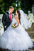 beautiful bride with groom — Zdjęcie stockowe