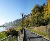 Promenade on the Elbe in Saxony, Germany — Stock Photo