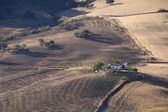Villa española y campos arados — Foto de Stock