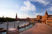 Uroczy plaza de espana w sewilli na zachodzie słońca — Zdjęcie stockowe