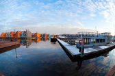 Boats and colorful buildings at Reitdiephaven, Groningen — Stockfoto