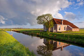 Cozy and charming farmhouse by river — Stock Photo