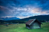 Wooden hut by Geroldsee lake during sunrise — Stock Photo