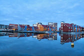 Colorful buildings on water at marina Reitdiephaven — Photo