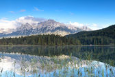 Karwendel mountain range and Lautersee lake — Stock Photo