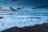 Océan houleux au crépuscule — Photo
