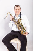 Man posing with saxophone — Stock Photo