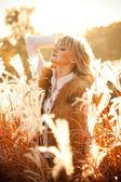 Sexy blonde girl posing in field — Stock Photo