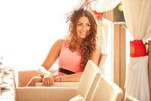 Smiling girl sitting in luxurious restaurant — Stock Photo