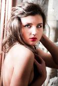 红色唇膏的裸女画像 — 图库照片