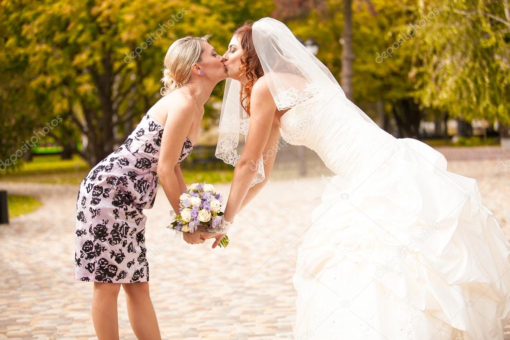 Anus mmmmmmm: Bridesmaid lesbian pictures German