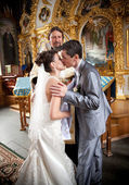 Married couple kissing in orthodox church first time — Stok fotoğraf