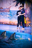Couple in swimming suits kissing in dolphinarium — Stock Photo