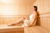 Woman lying on bench at traditional sauna — Foto Stock
