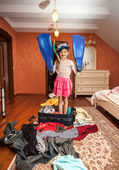 Girl in mask,snorkel and flippers standing in suitcase — Stockfoto