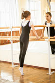Girl standing on tiptoe at dance class near mirror — Stok fotoğraf